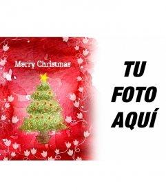 Felicita estas fiestas con este marco para fotos de fondo rojo en el que aparece un árbol de Navidad y enredaderas blancas