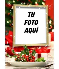 Postal navideña para poner una foto dentro de un marco dorado con efectos de brillo y decoración de navidad