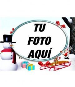 Marco de fotos de navidad, en la nieve con un muñeco de nieve y regalos para poner una foto