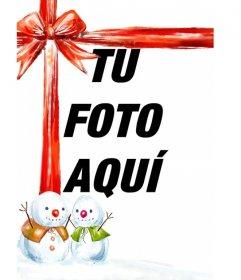 Montaje fotográfico en que tu fotografía aparece con una bonita cinta roja acompañada de dos muñecos de nieve