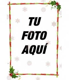Discreto marco para una fotografía, consta de barras rojas con franjas verdes, adornadas con motivos navideños. Con transparencias de distintas configuraciones de cristales de hielo