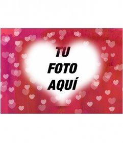 Marco de corazón para poner tu fotografía de fondo. Fondo rosa con muchos corazones. Ideal para enamorados