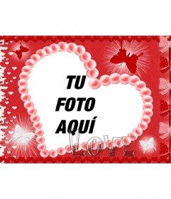 Postal para San Valentín con forma de corazón, fondo rojo, mariposas y la palabra LOVE(amor)