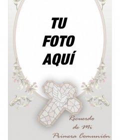 Plantilla recuerdo Comunión personalizable con foto. Encuadra una fotografía en este marco ovalado de tonalidades rosa, con motivos florales