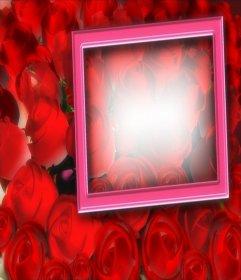Tarjeta para enamorados, con fondo de rosas y marco de color rosa