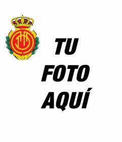 Añade a tu avatar el escudo del Mallorca con este fotomontaje de fútbol para redes sociales