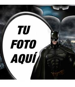 Marco de fotos ilustrado de Batman, el Caballero Oscuro, recortado contra Gotham