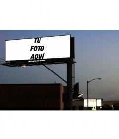Efecto/fotomontaje para fotos de pancarta publicitaria nocturna