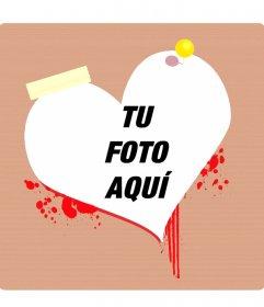 Marco para fotos o postal de San Valentín con forma de corazon sangrando