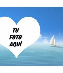 Fotomontaje con un corazón en el mar y un velero de fondo