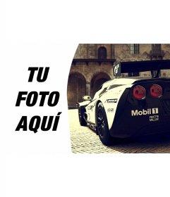 Marco lateral de fotos con un Corvette de competición junto a tu fotografía