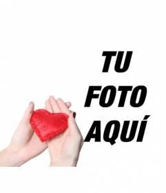 Collage romántico para añadir un corazón rojo entregado por las manos de una mujer