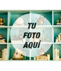 Crea collage con esta foto vintage de una estantería de color aguamarina con un círculo en el que colocar tu fotografía