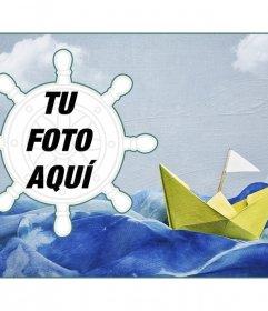 Collage marino con un barco de papel sobre un fondo de pintura y un marco de fotos en forma de timón
