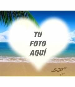 Collage para poner una foto con forma de corazón sobre una imagen de una playa
