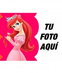 Collage con Ariel vestida de princesa peinandose el pelo con su corona
