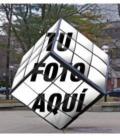Cubo de Rubik como monumento de la calle en el que puedes poner tu imagen