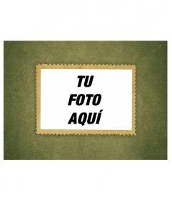 Marco para fotos que simula un sello de aspecto antiguo, pegado sobre un fondo de papel envejecido