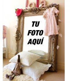Fotomontaje con el reflejo de un cristal en una habitación de chica de colores pastel