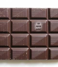 Coloca tu foto en una tableta de chocolate para que tus amigos jueguen a encontrarla y personalízalo con un texto