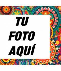 Marco con detalles étnicos y coloridos para adornar tus fotos gratis
