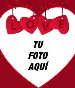 Sube tu foto a este marco de corazón con un adorno y la palabra LOVE