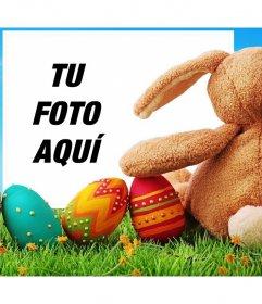 Conejo de Pascua con huevos decorados para subir tu foto