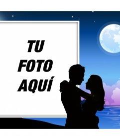 Romántica pareja a la luz de la luna llena donde puedes poner tu foto