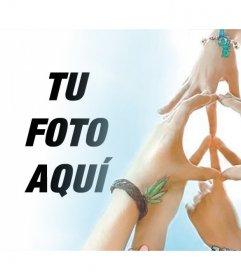Fotomontaje con manos haciendo el símbolo de la Paz