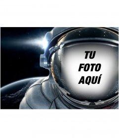 Pon tu cara dentro de un traje espacial flotando en el espacio