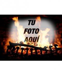 Fotomontaje con la imagen de una chimenea con troncos ardiendo y la foto que subas online superpuesta con el fuego