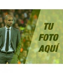 Crea un fotomontaje con Pep Guardiola en un campo de fútbol y una foto tuya con un filtro verde y la frase que quieras