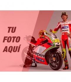 Crea un fotomontaje con Valentino Rossi, piloto de motos, junto con su moto roja y blanca y un filtro rojo para tu foto