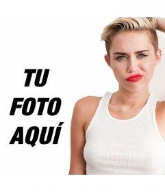 Posa junto a Miley Cyrus en Wrecking Ball con los labios rojos