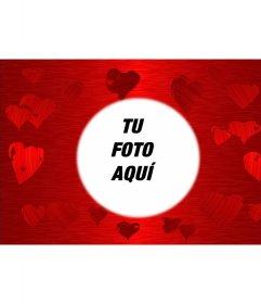 Fondo rojo con corazones estampados en diversos tonos del mismo color, en el centro del cual hay un círculo en el que enmarcar tu fotografía preferida