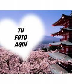 Fotomontaje en Japón con flores de almendro en Fujiyama y un marco con forma de corazón en el que colocar tu foto