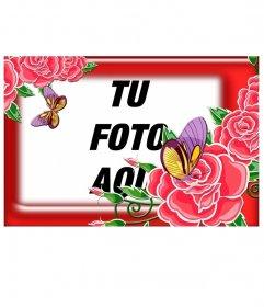 Llamativo marco color rojo con rosas abiertas y capullos, también podemos observar dos bonitas mariposas en rosa y amarillo, da a tus fotos un toque femenino