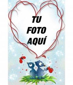 Marco en forma de corazón y fondo azul con dos animales, corazones y mariposas