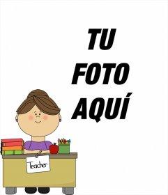 Fotomontaje con una maestra en su escritorio donde puedes añadir una foto