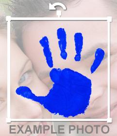 Sticker de una huella de mano con tinta azul