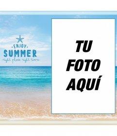 Marco fotográfico en el mar, la playa y el horizonte agradeciendo el verano