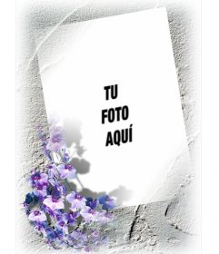 Marco para una foto con borde de flores violetas