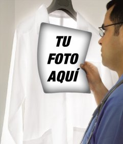 Fotomontaje de un médico mirando una radiografía donde puedes poner tu foto