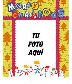 Postal de Navidad colorida con un fondo de abetos para poner tu foto