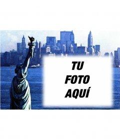 Postal personalizable con tu foto con una fotografía antigua de la Estatua de la Libertad y la ciudad de New York de fondo. Tonos azules