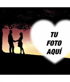 Tarjeta con dos enamorados para añadir tu foto dentro de un corazón