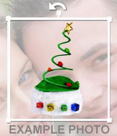 Gorro navideño en forma de árbol de navidad para pegar encima de tus amigos