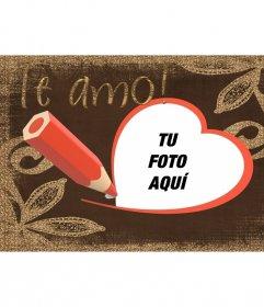 Postal con el texto Te amo dibujada con lápiz y un marco rojo con forma de corazón