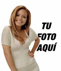 Crea un fotomontaje con la cantante de R&B Christina Milian y aparece a su lado en una fotografía