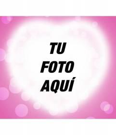 Tarjeta de amor con un corazón brillante sobre un fondo rosa donde poner vuestra fotografía romántica